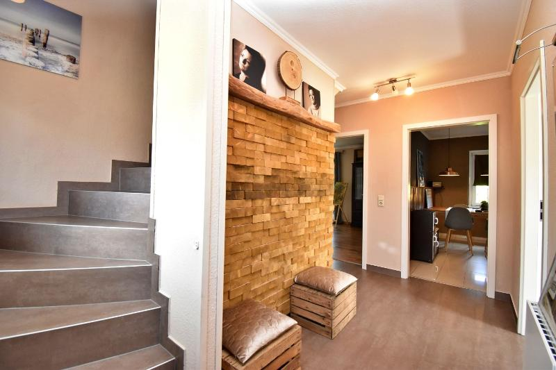 Eingangsbereich mit Blick Richtung Küche