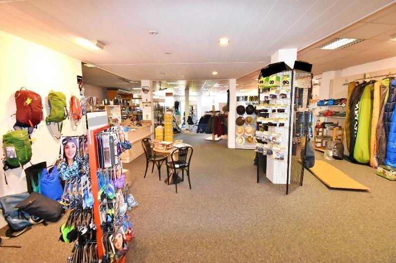 Blick ins Ladenlokal vom Eingang