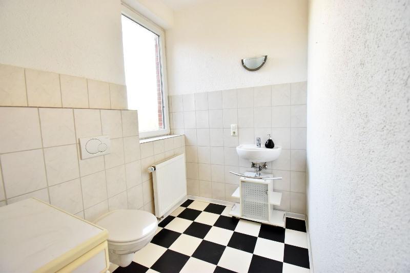 Gäste-WC mit Anschlussmöglichkeit für Waschmaschine und Trockner