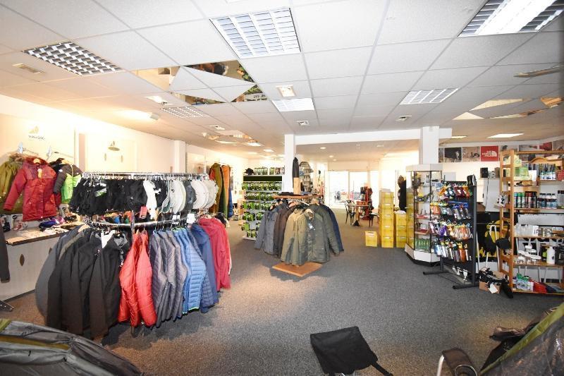Ansicht Ladenlokal mittig mit Blick Richtung Eingang
